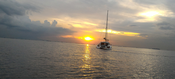 bay boat tour cheapest hotels pasay near moa airport sunset