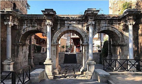 Hadrian's gate üçkapılar