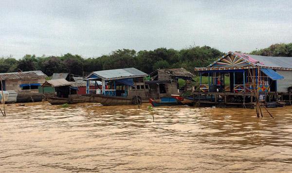 tonle sap lake floating villages