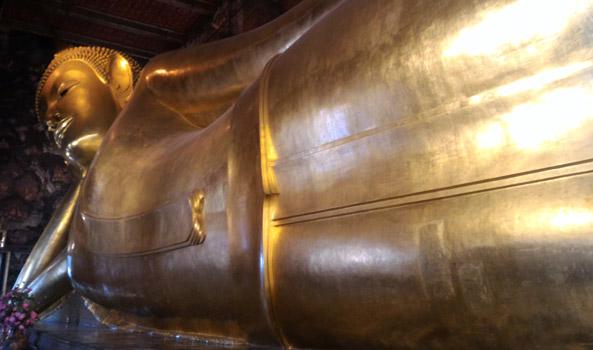 wat pho reclining buddha statue things to do in bangkok thailand