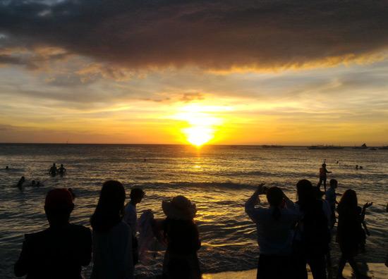 Watch the sunset White Beach